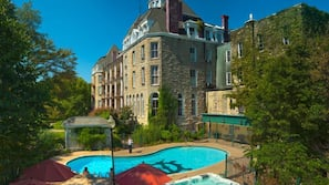 Seasonal outdoor pool, open 8:00 AM to 11:00 AM, pool umbrellas