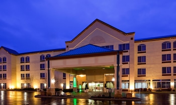 Holiday Inn & Suites Wausau-Rothschild
