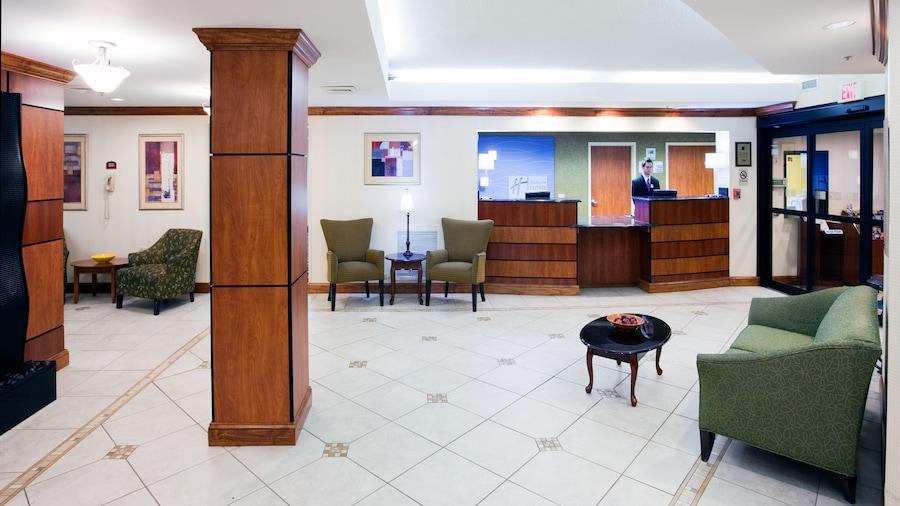 Holiday Inn Express Fort Bragg, an IHG Hotel