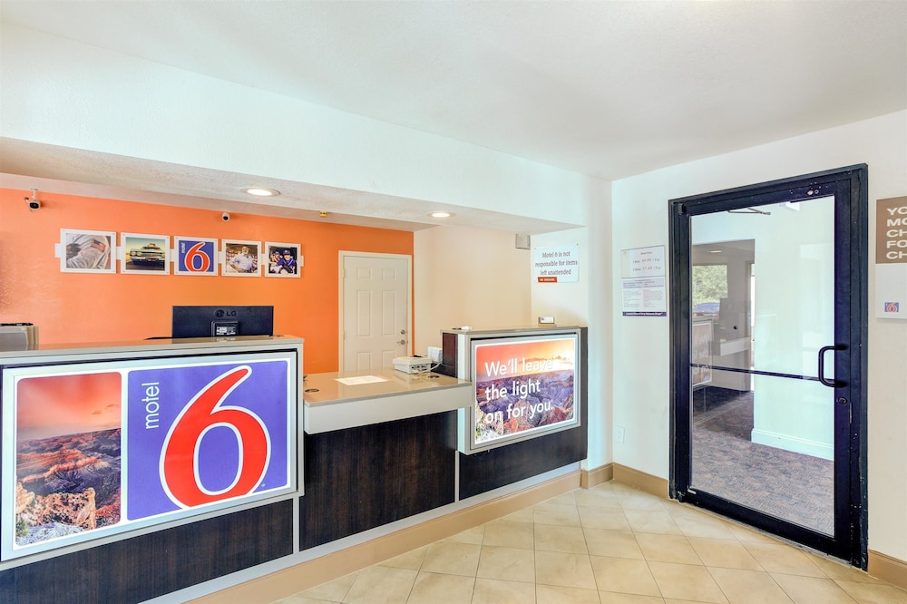 Lobby, Motel 6 Dallas, TX - South