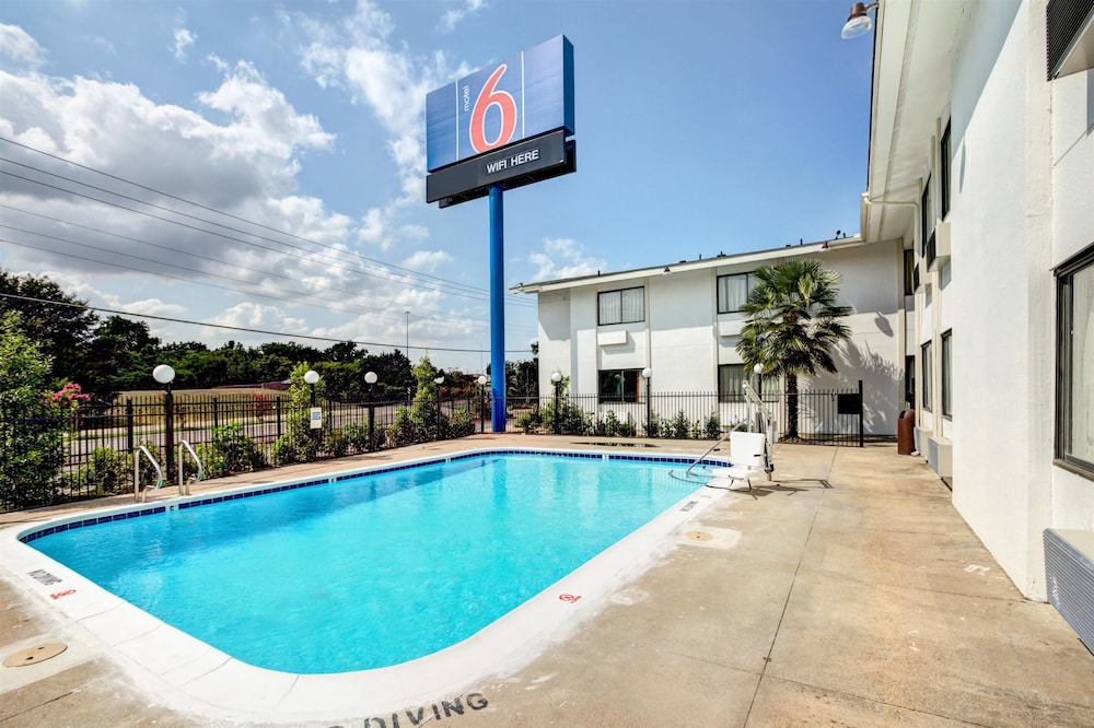 Pool, Motel 6 Dallas, TX - South