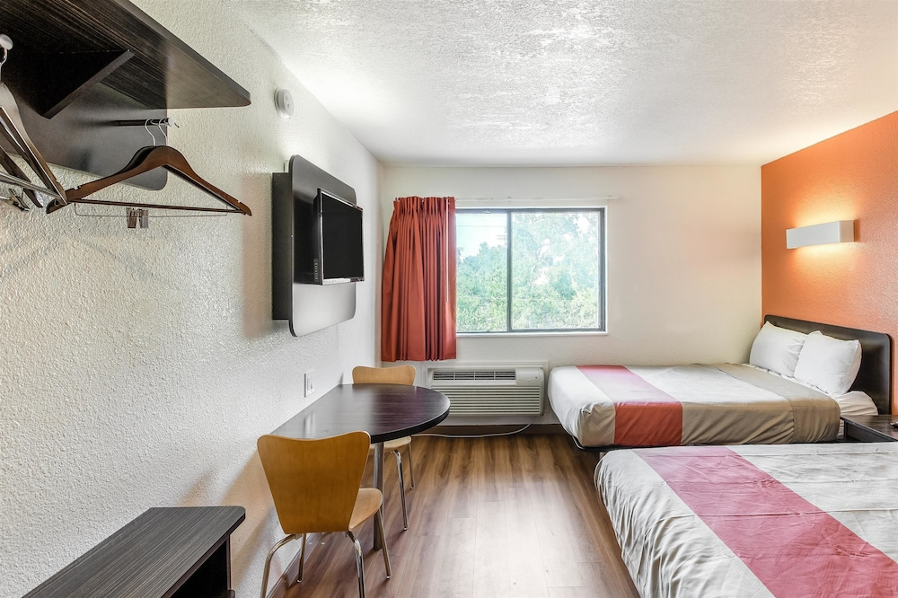 Room, Motel 6 Dallas, TX - South