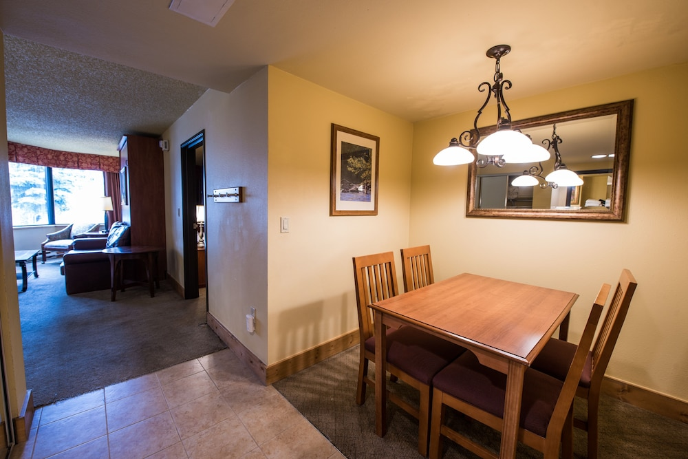 In-Room Dining, Grand Lodge Crested Butte