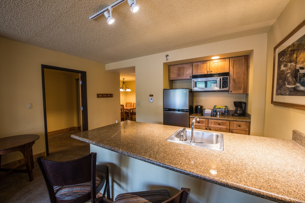 Private Kitchenette, Grand Lodge Crested Butte