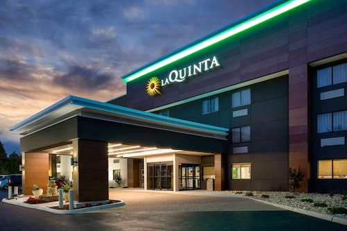 La Quinta Inn & Suites by Wyndham Roanoke Salem