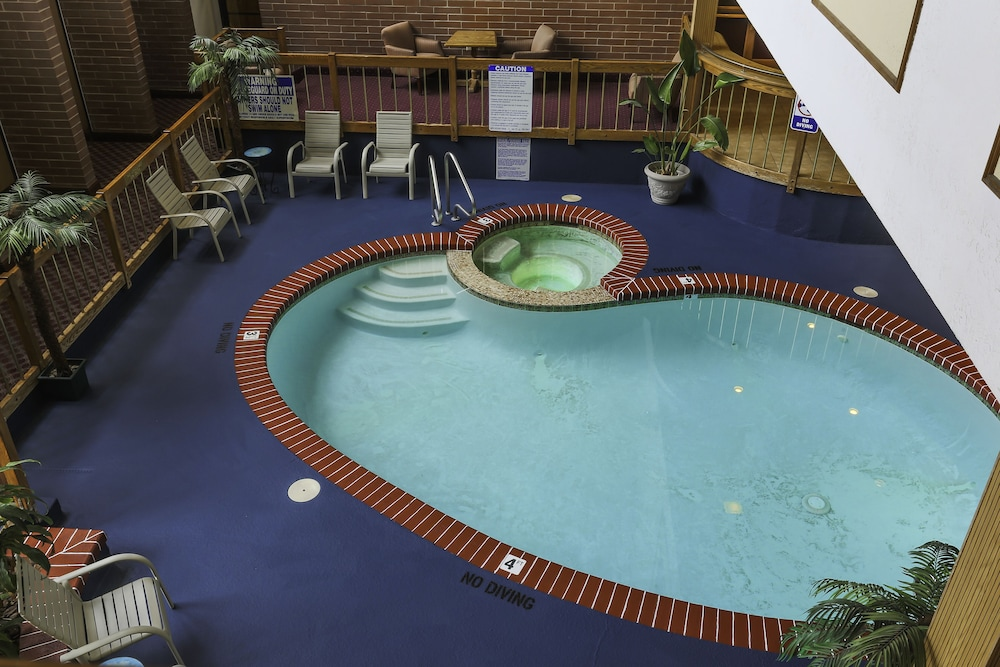 Indoor Pool, Airport Inn Hotel