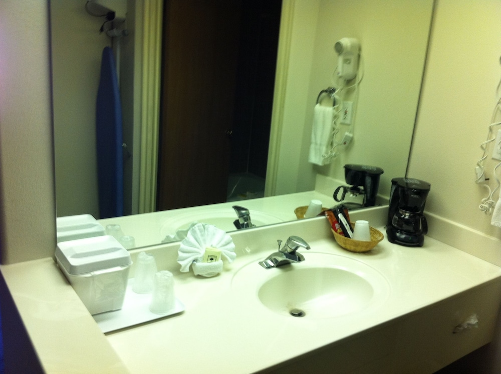 Bathroom Amenities, Airport Inn Hotel