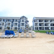 Pointes North Beachfront Hotel