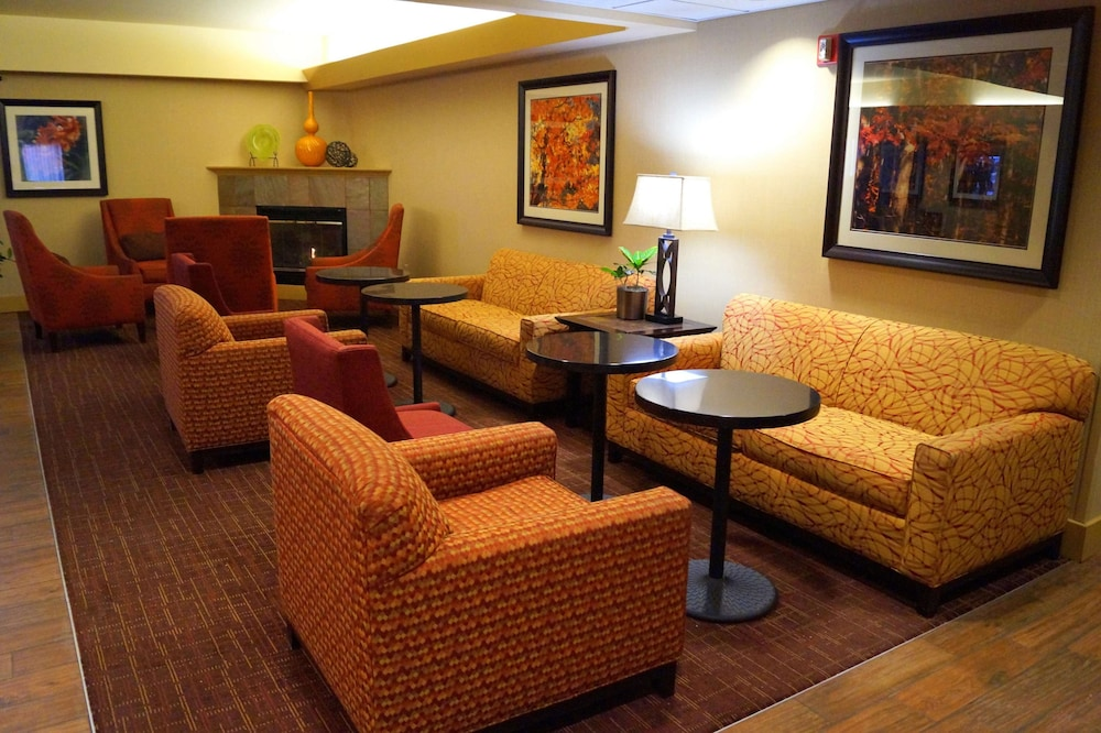 Lobby, Hampton Inn Altoona