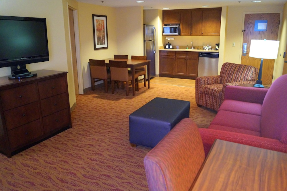 Living Area, Hampton Inn Altoona