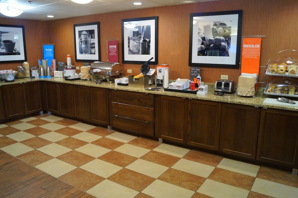 Breakfast buffet, Hampton Inn Altoona