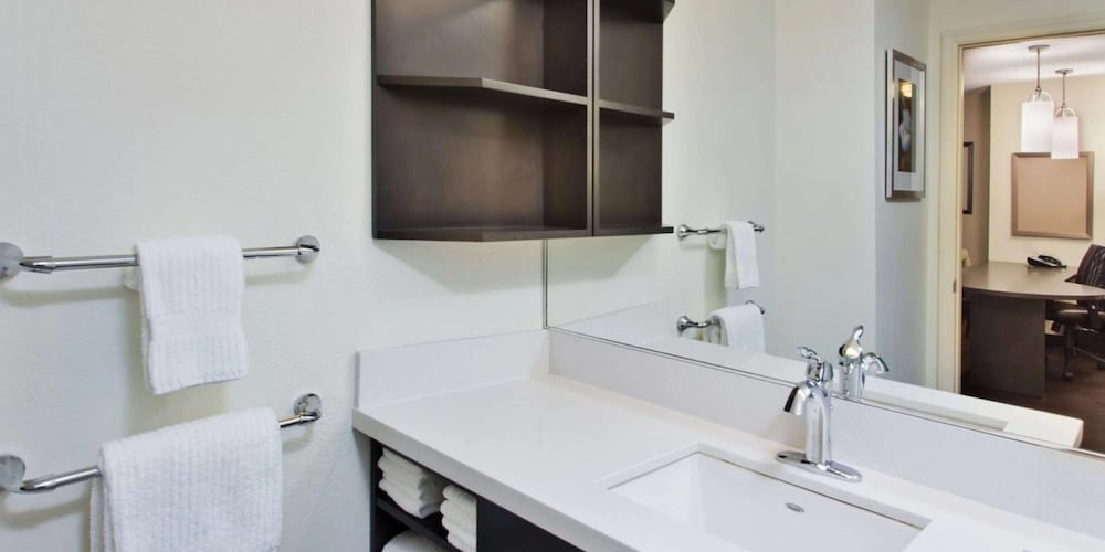 Bathroom, Sonesta Simply Suites Detroit Southfield