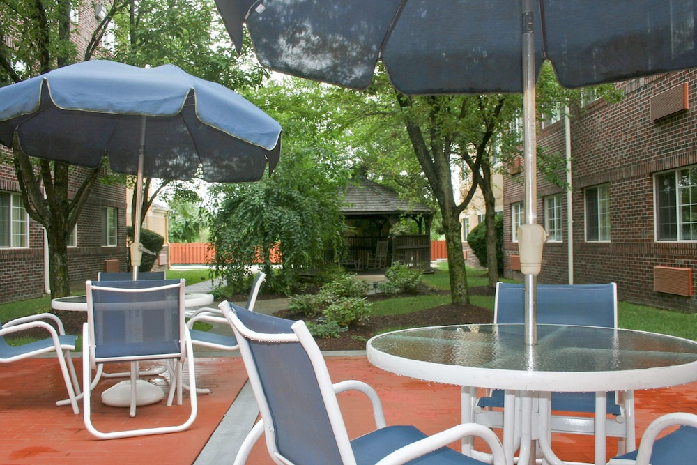 Terrace/Patio, Extended Stay America - Providence - Airport