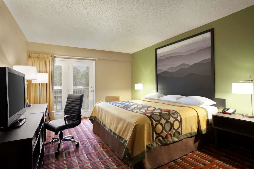 Room, Super 8 by Wyndham Cherokee