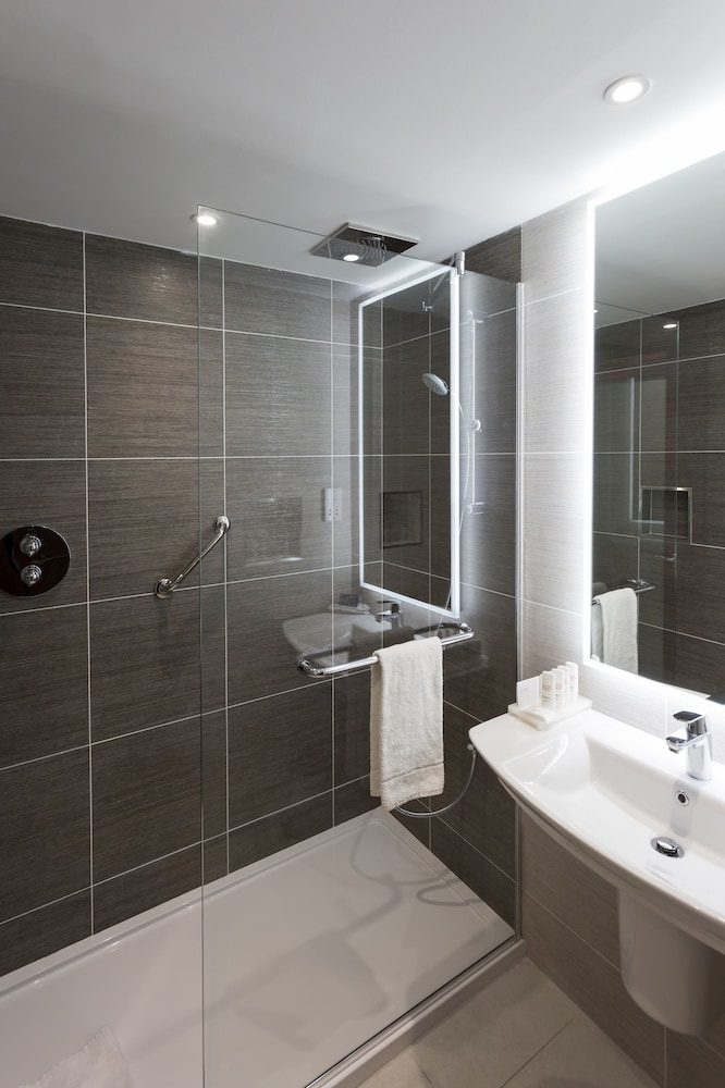 Bathroom, Radisson Blu Hotel, Dublin Airport