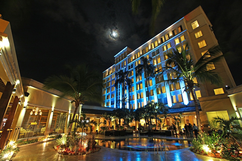 Outdoor Dining, Real InterContinental San Pedro Sula at Multiplaza Mall