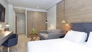 Minibar, in-room safe, free WiFi, linens