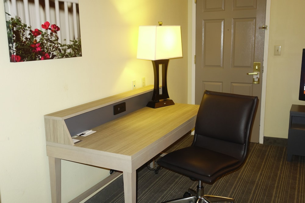 In-Room Business Center, Country Inn & Suites by Radisson, Burlington (Elon), NC