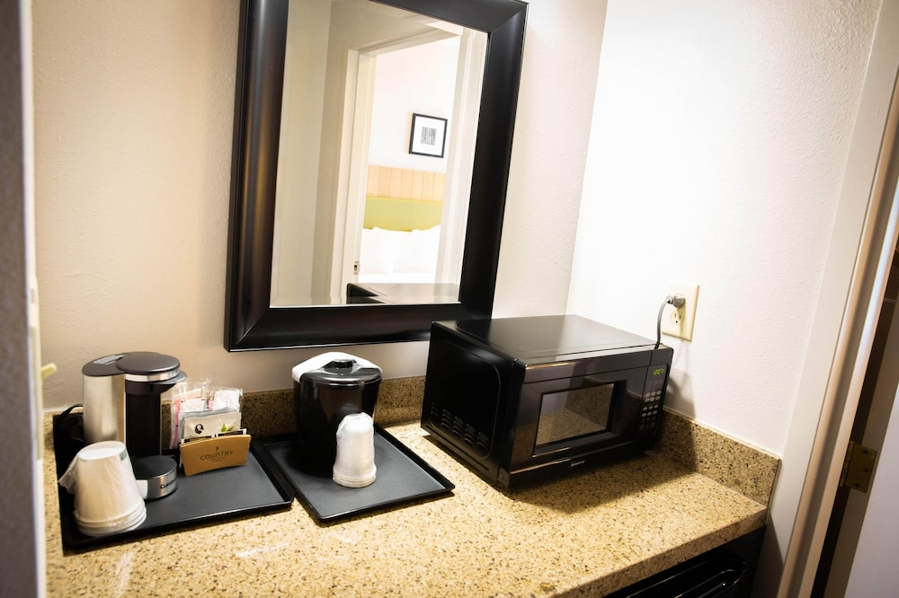 Coffee and/or Coffee Maker, Country Inn & Suites by Radisson, Burlington (Elon), NC