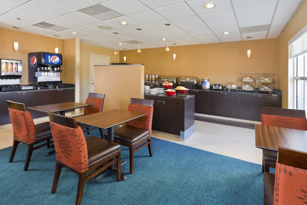 Breakfast Area, Residence Inn Waco