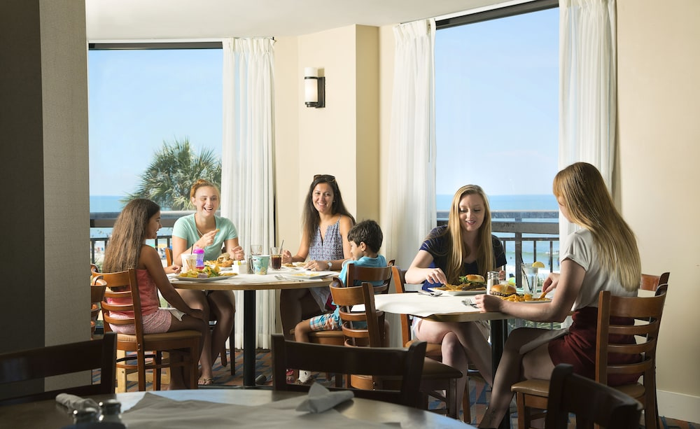Family Dining, The Patricia Grand by Oceana Resorts