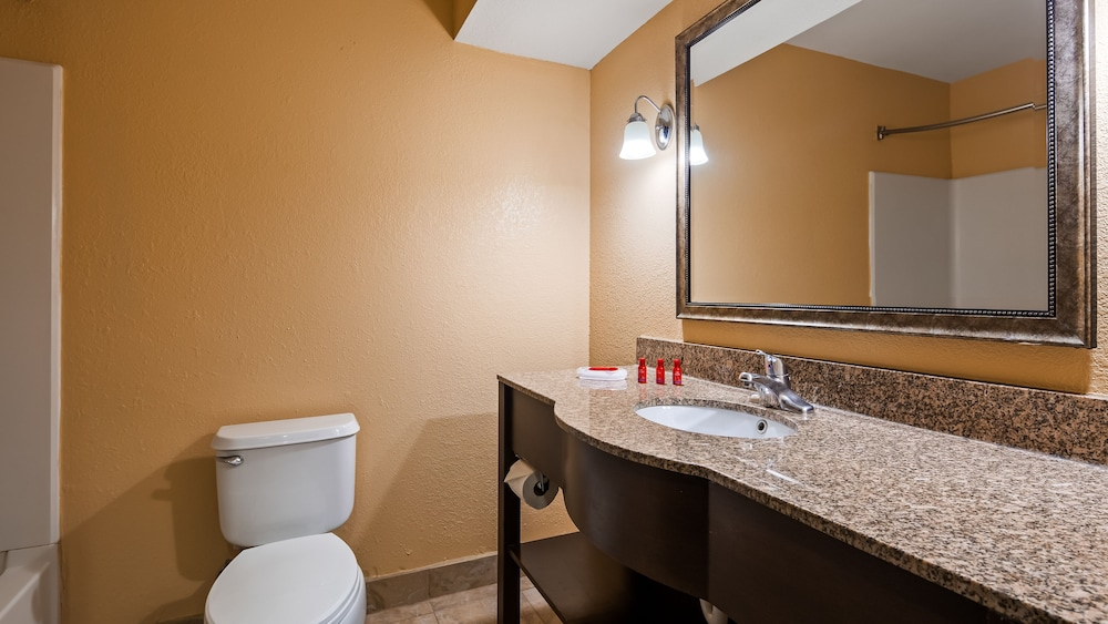 Bathroom, Baymont by Wyndham La Vergne