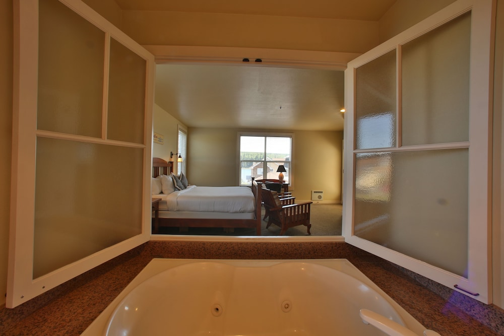 Jetted Tub, The Resort at Port Ludlow