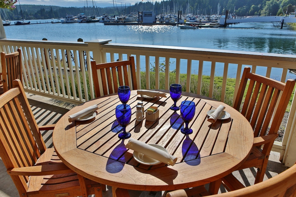 Outdoor Dining, The Resort at Port Ludlow
