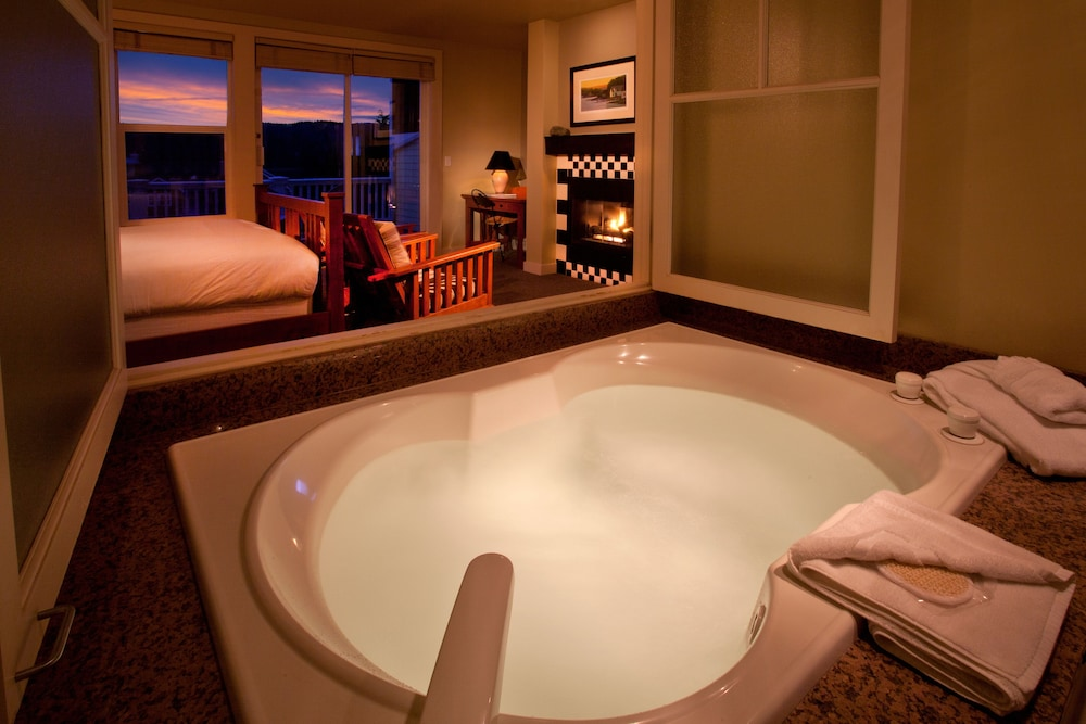 Bathroom, The Resort at Port Ludlow