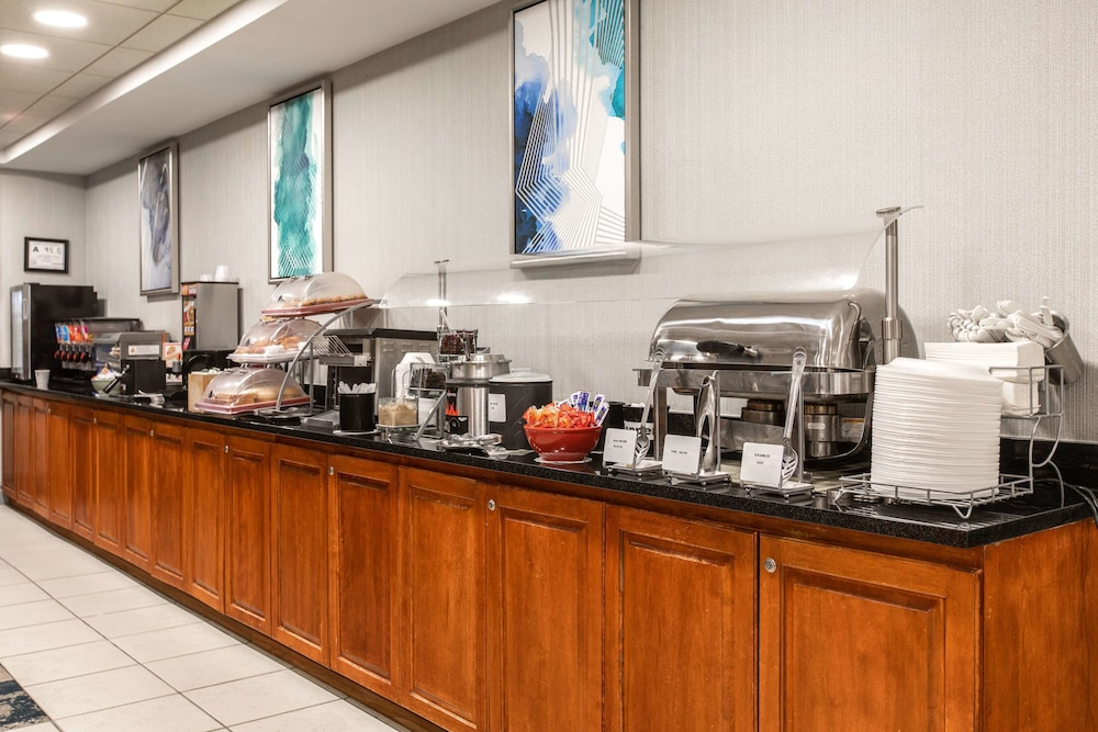 Breakfast Area, Wingate by Wyndham Charlotte Speedway/Concord