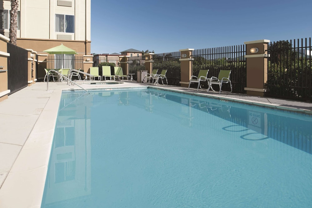 Pool, La Quinta Inn & Suites by Wyndham Fairfield - Napa Valley