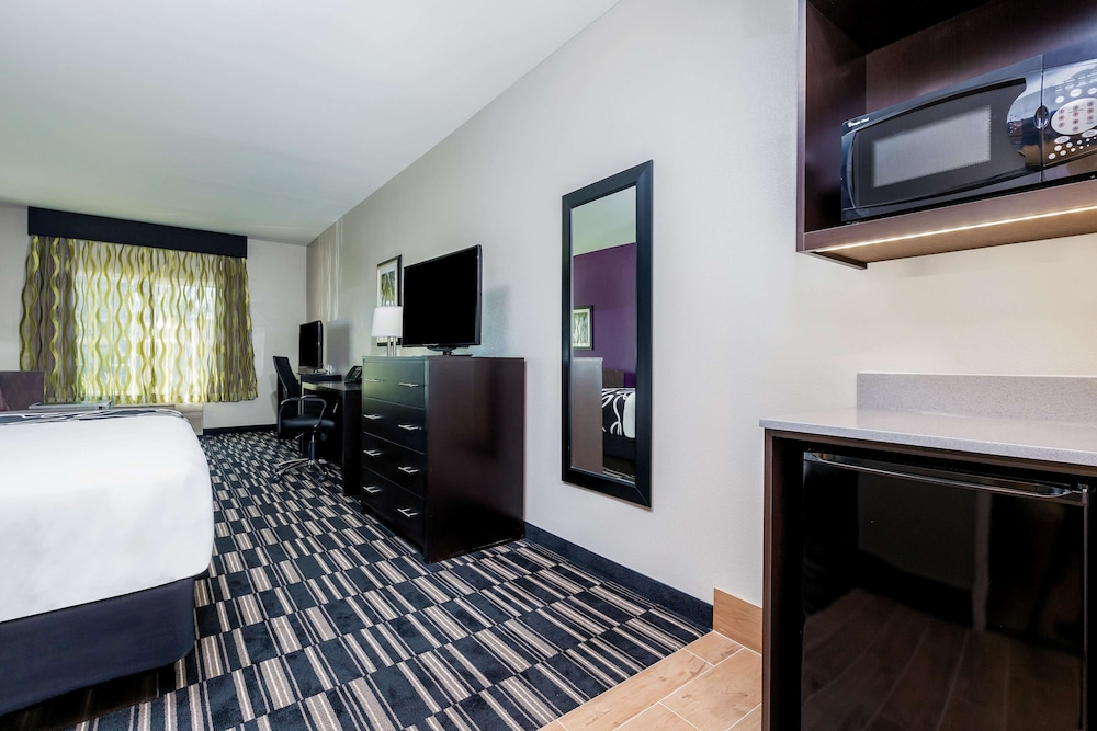 Room, La Quinta Inn & Suites by Wyndham Fairfield - Napa Valley
