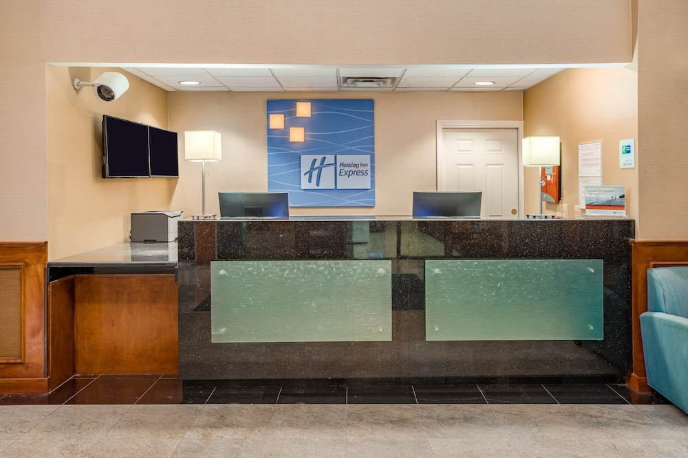 Lobby, Holiday Inn Express Hotel & Suites Canton