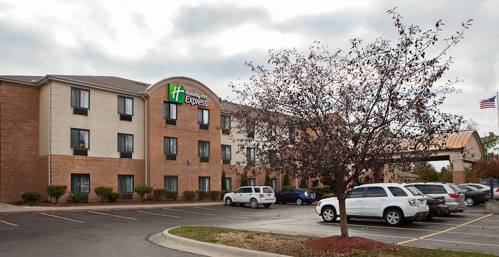 Exterior, Holiday Inn Express Hotel & Suites Canton