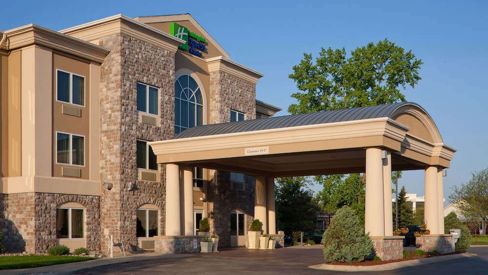 Front of Property, Holiday Inn Express Hotel & Suites Saginaw