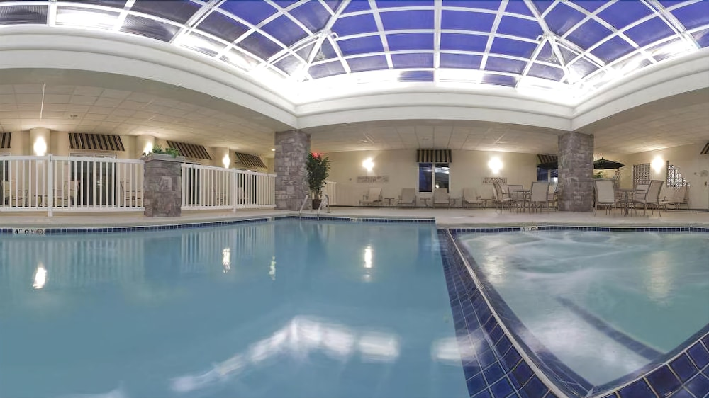 Pool, Holiday Inn Express Hotel & Suites Saginaw