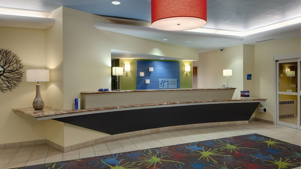 Reception, Holiday Inn Express Hotel & Suites Saginaw