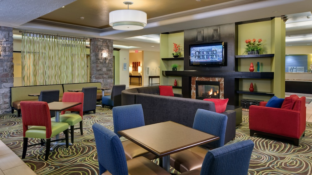 Lobby, Holiday Inn Express Hotel & Suites Saginaw
