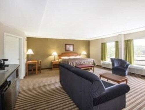 Super 8 by Wyndham Oxford