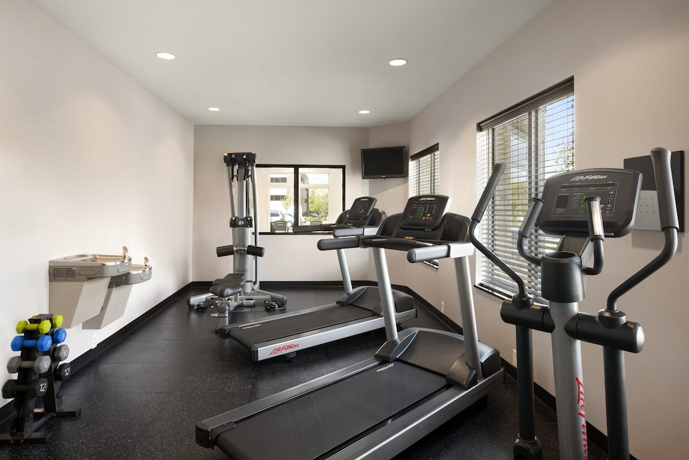 Fitness Facility, Staybridge Suites Cedar Rapids North, an IHG Hotel