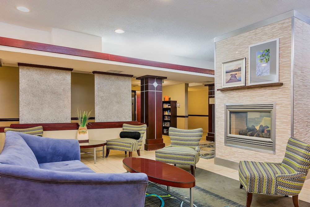 Lobby, Staybridge Suites Cedar Rapids North, an IHG Hotel