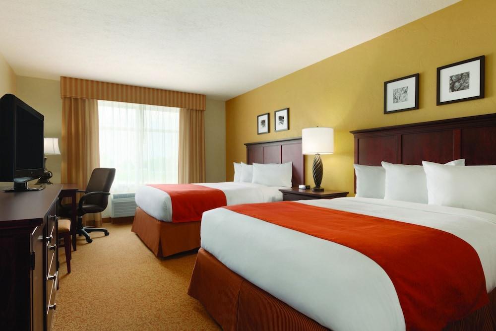 Room, Staybridge Suites Cedar Rapids North, an IHG Hotel