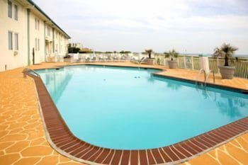 Outdoor Pool, Best Western Plus Holiday Sands Inn & Suites