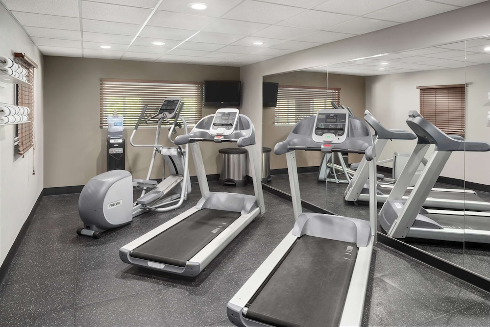 Fitness Facility, Country Inn & Suites by Radisson, Louisville South, KY