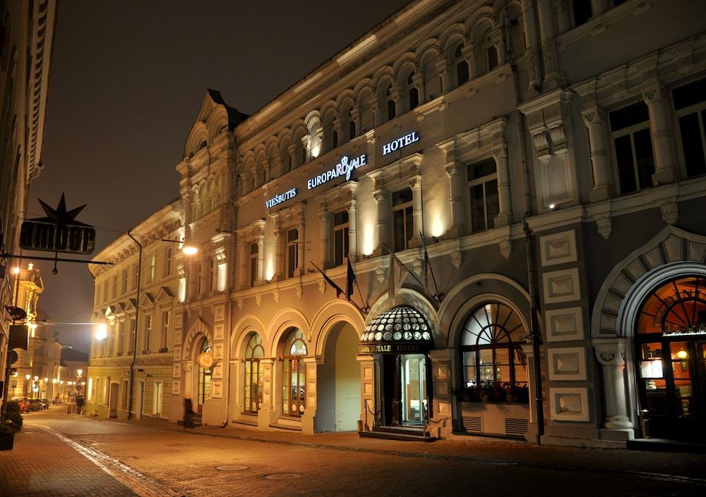 Vilnius dinner escort