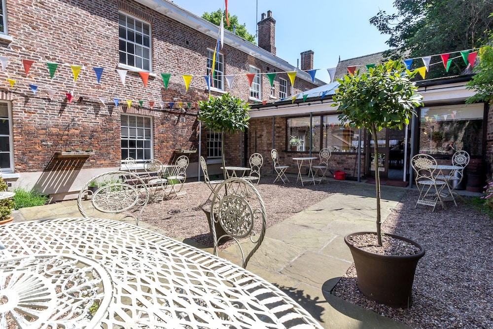 Terrace/Patio, Middletons Hotel