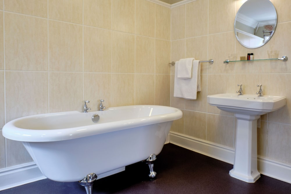 Bathroom, Middletons Hotel