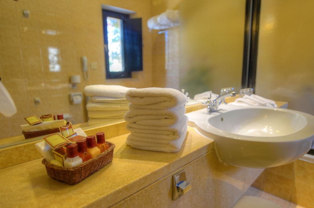 Bathroom, Hotel Ta' Cenc & Spa