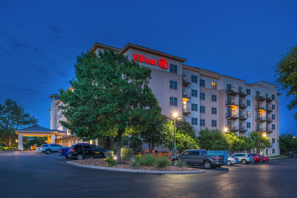 Front of Property - Evening/Night, Hilton San Antonio Hill Country
