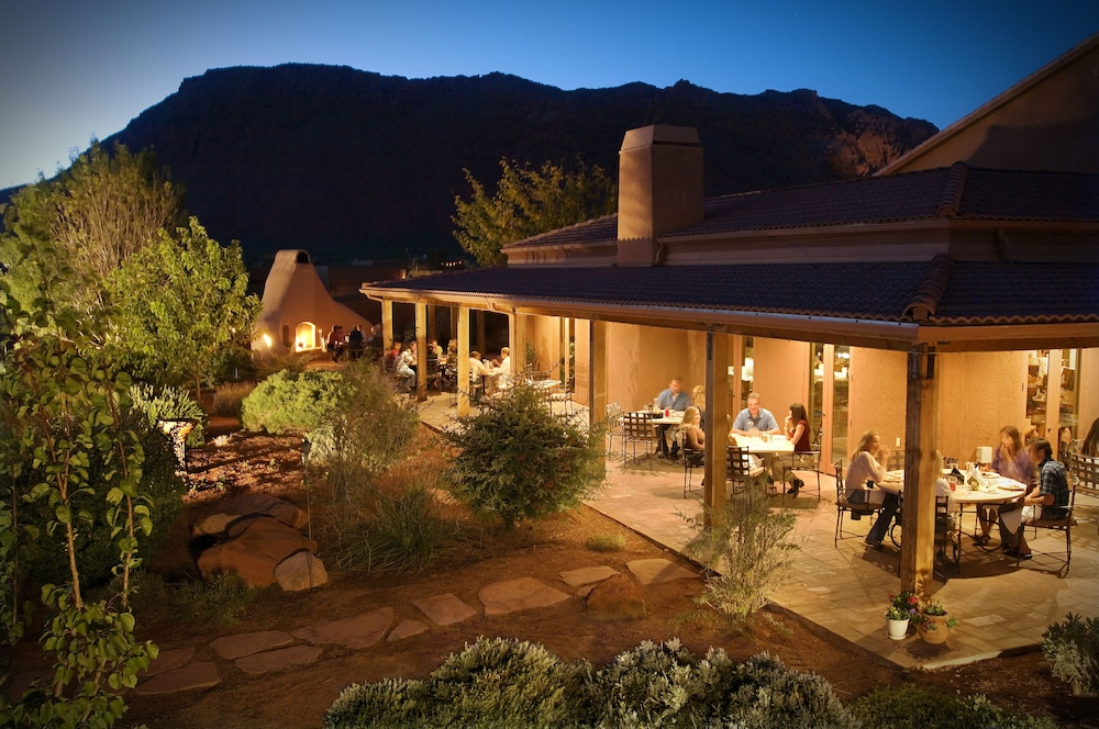 Outdoor Dining, Red Mountain Resort